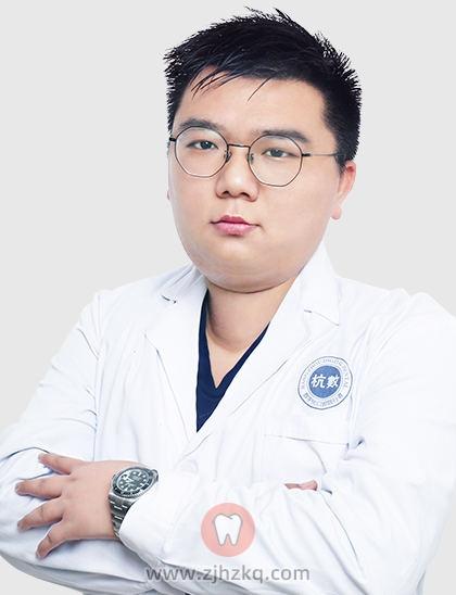 杭数口腔种牙医生李扬